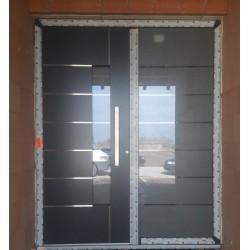 Panelové hlinikové vchodové dvere pohľad exterier